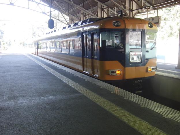 吉野駅に到着した16010系。