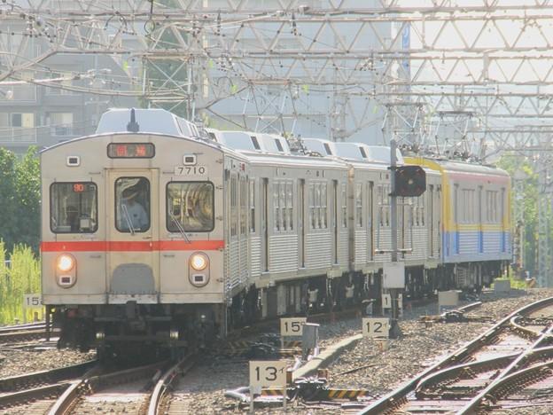 蒲田に到着する7910F+デヤ7200の出場回送
