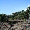 写真: 門脇吊橋(後ろに見えるのは、門脇埼灯台)