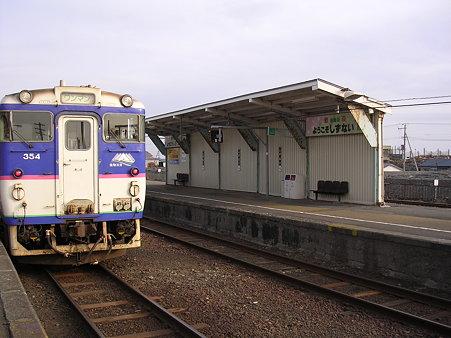 静内駅ホーム