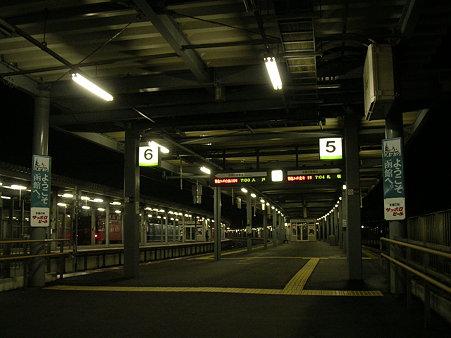 夜の函館駅ホーム