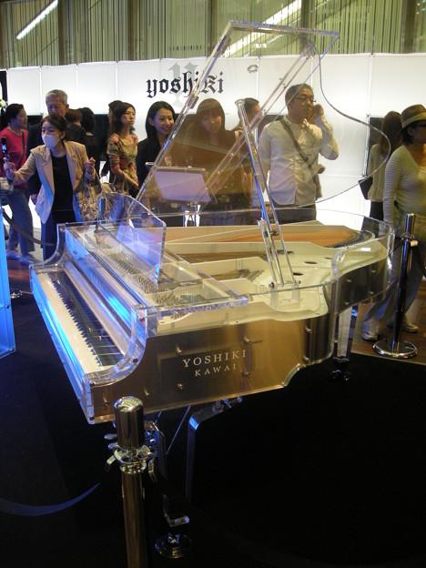200909_YOSHIKI CRYSTAL PIANO(1)