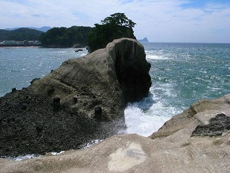 堂ヶ島天窓洞公園の亀岩