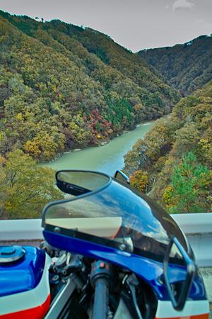 秋の泰阜渓谷とvf2(SDIM0424)