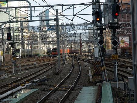 E231系山手線と201系中央線