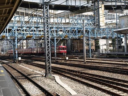 京急電車(横浜駅)