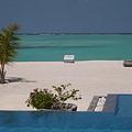 楽園 プールから海を眺めて