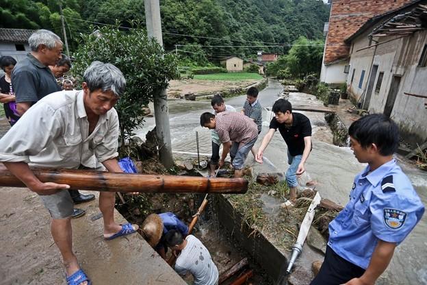 暴風雨で家が村が壊れちゃったby浙江省の農村 (7)