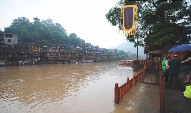 湖南 鳳凰の景色と大雨で洪水 (7)