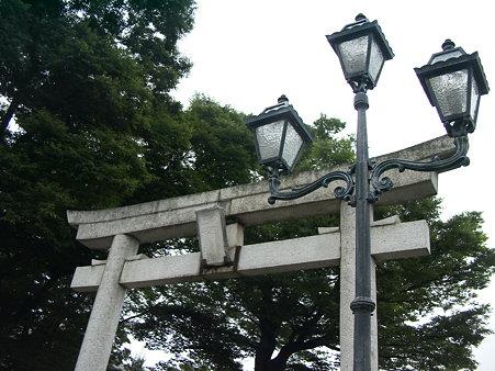 多賀神社鳥居と洋灯