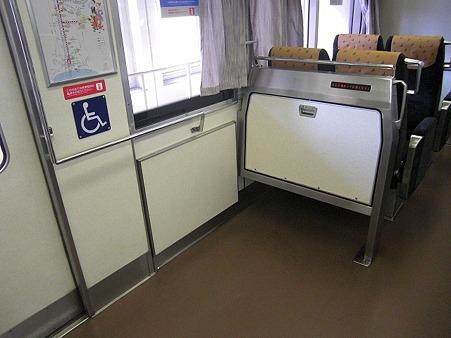 80E-車いすスペース