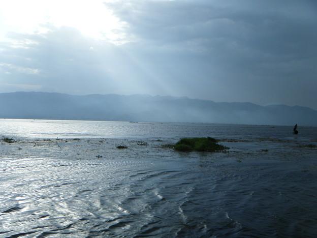 小雨が上がった後のインレー湖