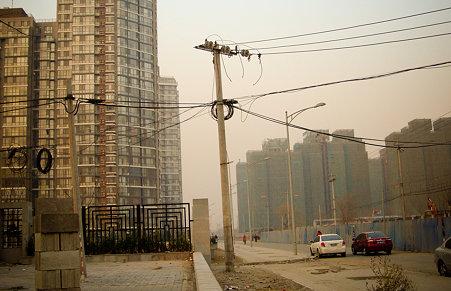 北京の電柱って歪んでるんですよね・・・