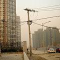 写真: 北京の電柱って歪んでるんですよね・・・
