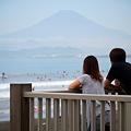 写真: 富士が見える海
