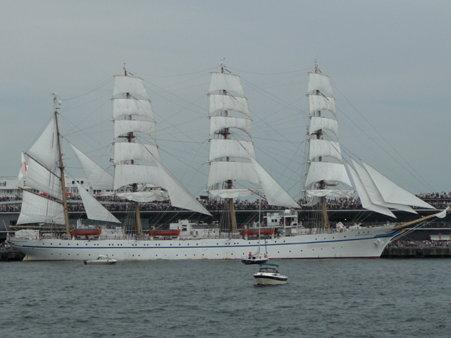 090720-大桟橋 総帆展帆 (42)