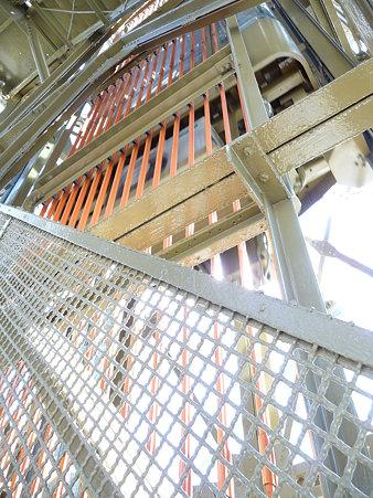 091012-マリンタワー 階段 (13)