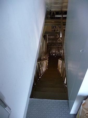 091012-マリンタワー 階段 (42)