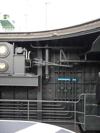 091024-ひゅうが 船首リフターに乗る (14)