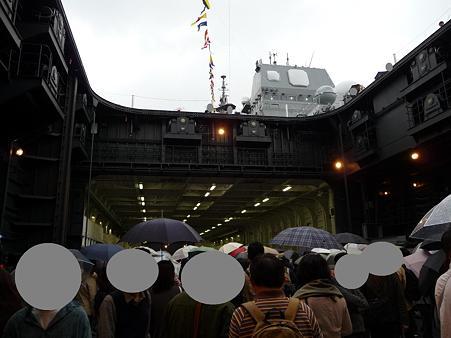 091024-ひゅうが 船尾リフターに乗る (14)