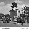 皇居二重橋前楠公銅像