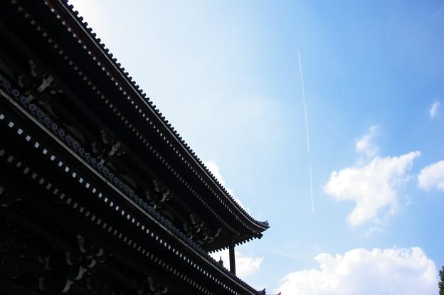 三門と飛行機雲