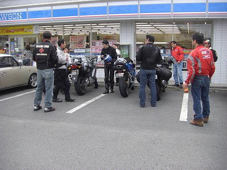 日田のローソンで福岡組とお別れです。