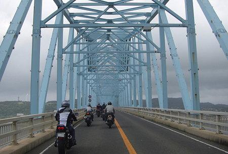 水色のトラス橋