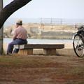 合浦公園・海を眺める人02-12.07.04