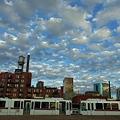 写真: ライトレールと雲