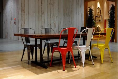 2014.07.01 みなとみらい MARK IS 椅子とテーブル