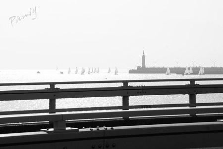 ヨットと灯台のある風景・・