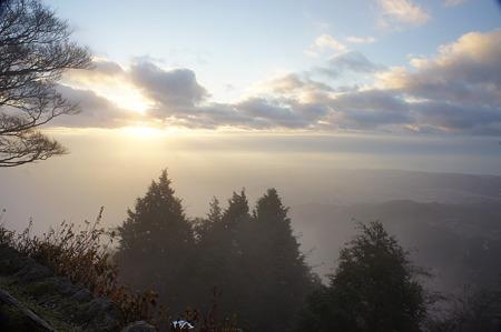大山山頂から日の出