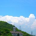 写真: 梅雨の晴れ間、竜王山に積乱雲