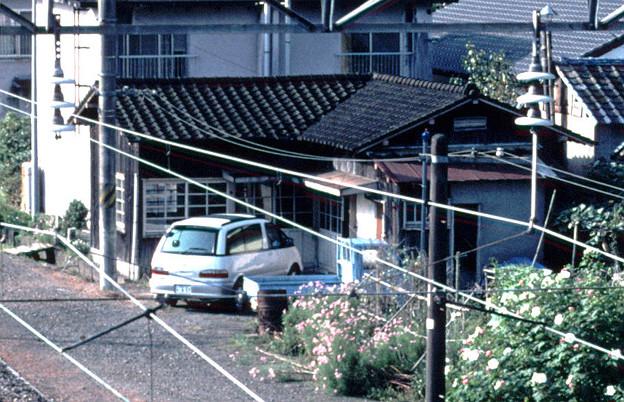 詰所?(曲屋,JR日豊本線市棚,1998/10/4)(s110-37a)