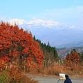白山と紅葉 画を描く人(3)