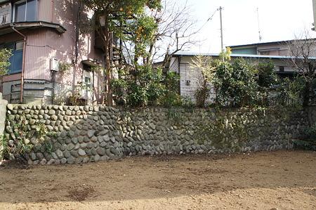 更地に石垣