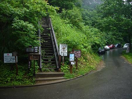会津駒ケ岳 登山口の階段