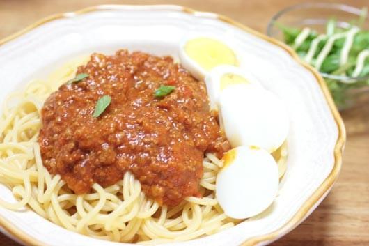 バジルとトマトでミートスパゲッティー