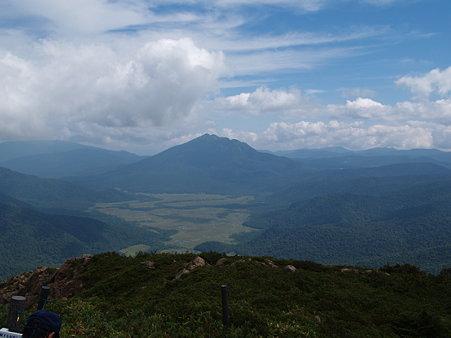 至仏山から燧ヶ岳を望む