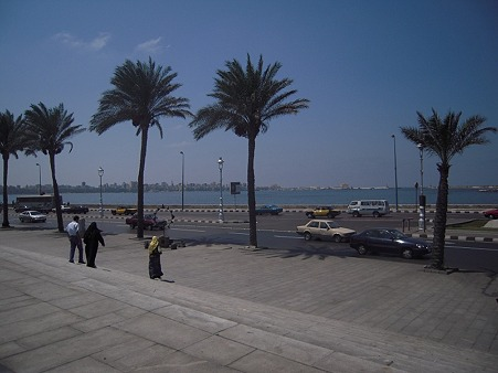 アレキサンドリア 図書館前の海